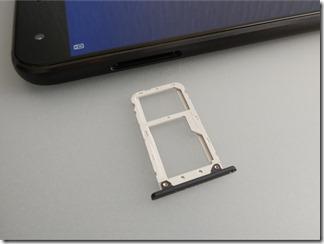 ZenFone 4(ZE554KL)のSIMスロット